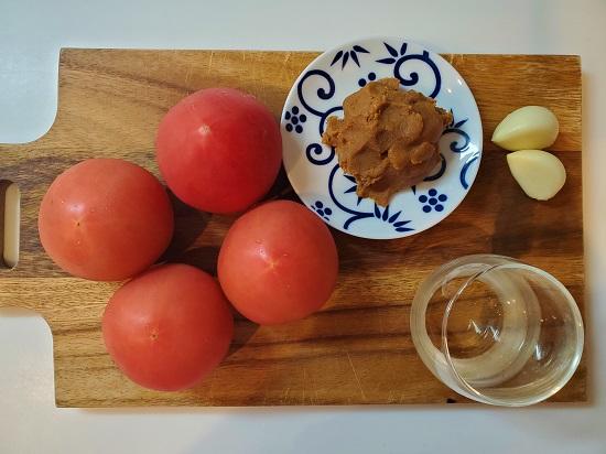 トマトみそ材料
